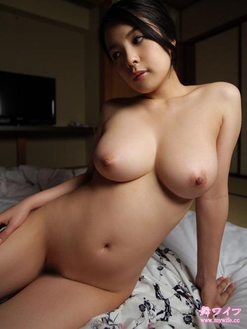Latina cum covered tits