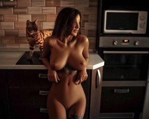 amateur photo Naked in the kitchen