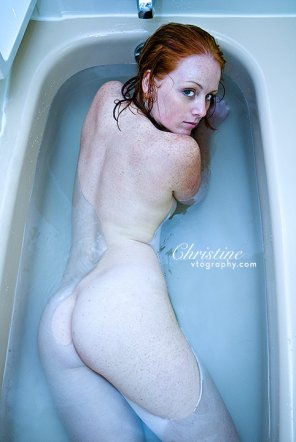 amateur photo Christine in the Bathtub