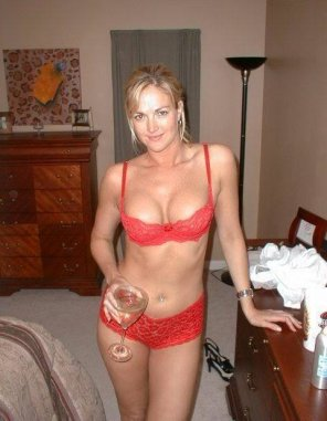 amateur photo PictureStunning blonde milf