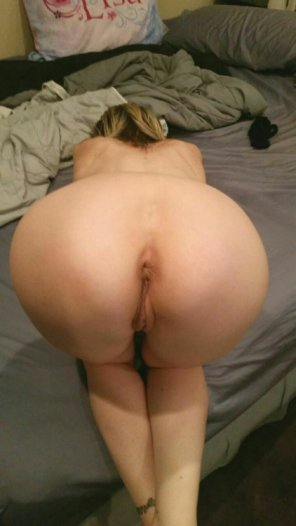 amateur photo All Fours