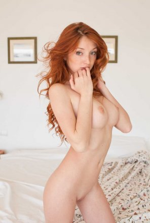 amateur photo Red hair in the morning