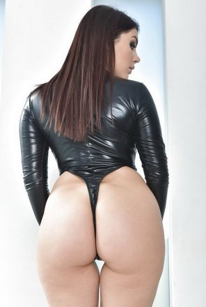 amateur photo Marina Visconti - great, full ass...
