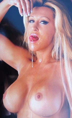 amateur photo Jill Kelly playing with cum