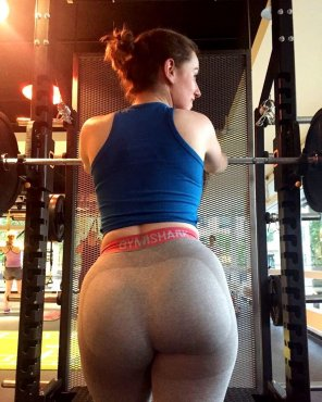 amateur photo Ready to squat