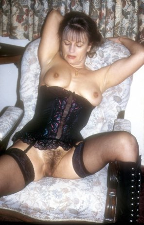 amateur photo Yvonne in black basque