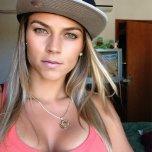 amateur photo Cleavage & Hat