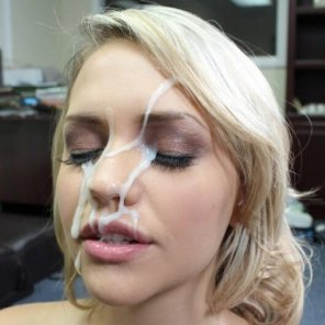amateur photo Blonde Facial