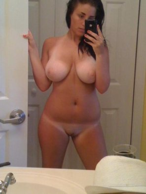 amateur photo PictureBusty girl in the bathroom