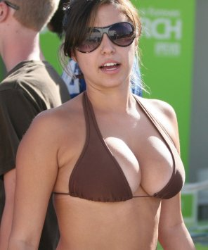 amateur photo big-boobed brown bikini, bifocals