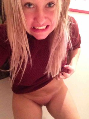 amateur photo Bottomless Blonde