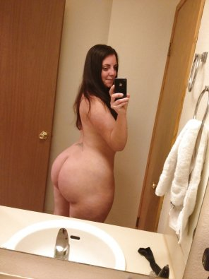 amateur photo Thick Booty, Selfie before bath.
