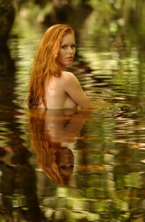 amateur photo Girl in the swamp