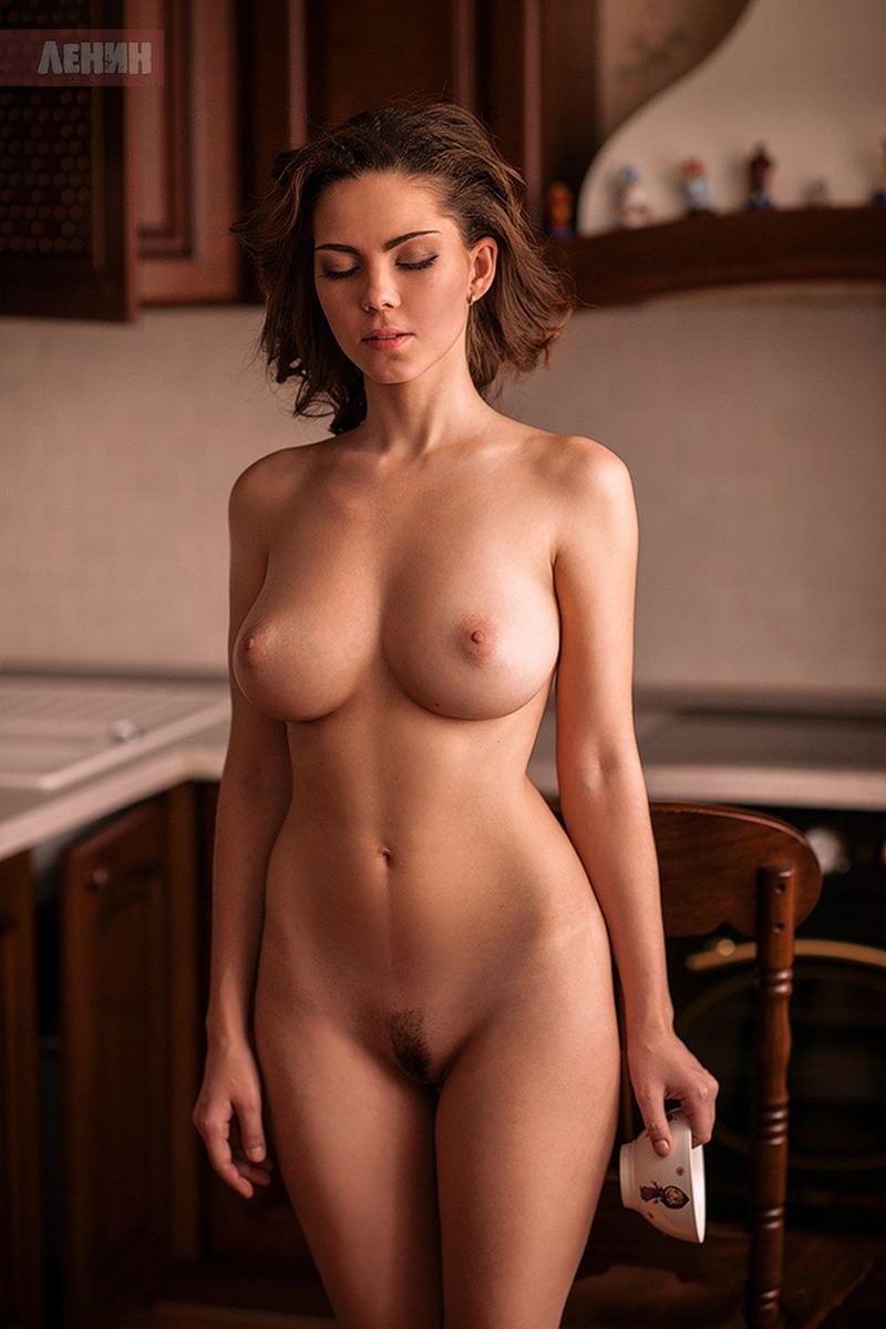 hourglass figure nude amateur