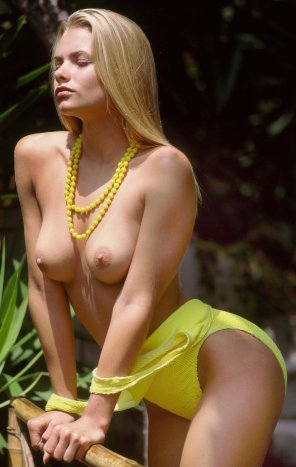 amateur photo 90s Jaime Pressly