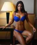 amateur photo Michelle Lewin. Check out them abs!