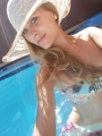 amateur photo Bikini + hat + pool