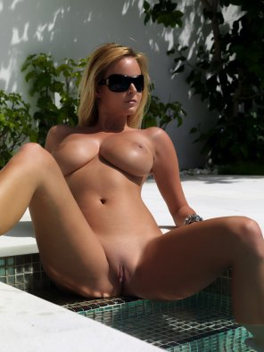 amateur photo Hot blonde in the pool