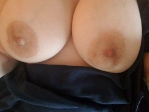 amateur photo Do these natural MILF tits count?