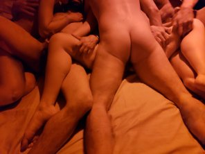 amateur photo One pic from our Reddit orgy [FFMMMMM]