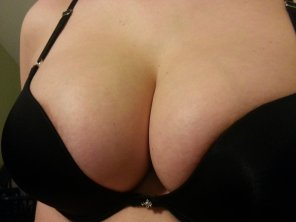 amateur photo My boobs barely fitting in a black bra