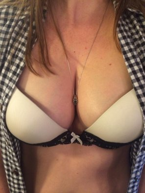 amateur photo GF showing off her new bra
