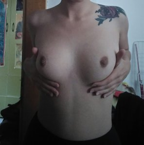 amateur photo I love my small tits :)
