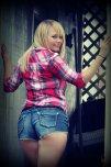 amateur photo Blonde booty jean shorts