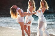 amateur photo Stella Maxwell, Elsa Hosk & Romee Strijd