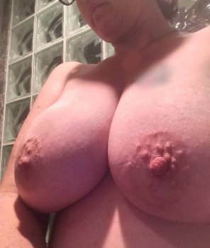 amateur photo [Image]One of my top five favorite throwback pic of my Wife's big titties.