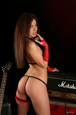 amateur photo Kari Sweets Red Rocker