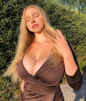 amateur photo Pasha's glorious cleavage