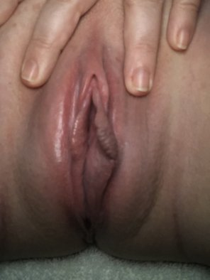 amateur photo Pink puffy pussy