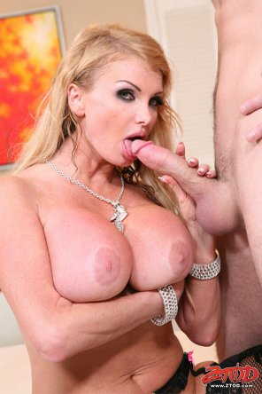 amateur photo Taylor Wane sucking Cock