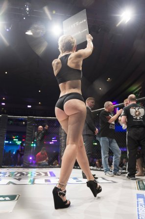 amateur photo Ring Girl