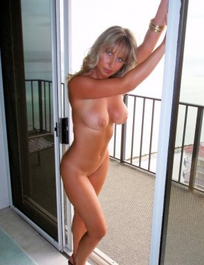 amateur photo Blue eyed milf