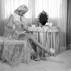 amateur photo Veiled torps on a 50s housewife