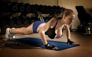 amateur photo Jordan Carver staying fit