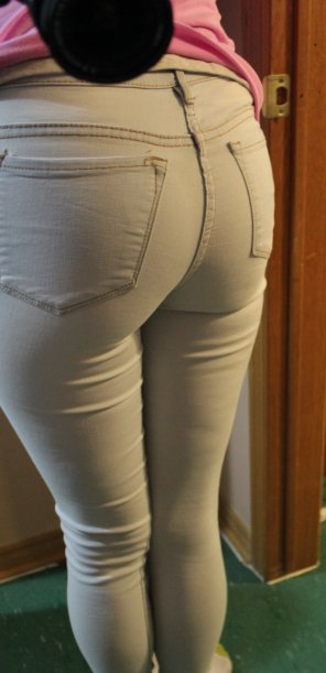 amateur photo My ass in these jeans isn't mild