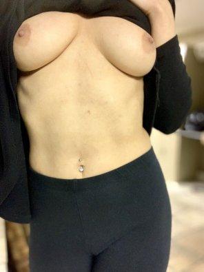 amateur photo [F] Work boobies!