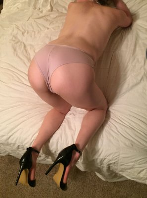 amateur photo Over 30 wife dressed and undressed for date night. [Ablum is in comments]