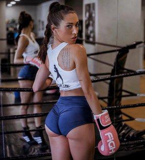 amateur photo Boxer babe