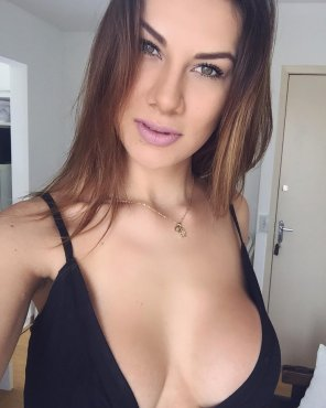 amateur photo Big boobs cleavage