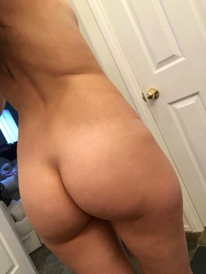 amateur photo Original ContentYou can do side bends or sit ups, just please don't lose that butt 😜