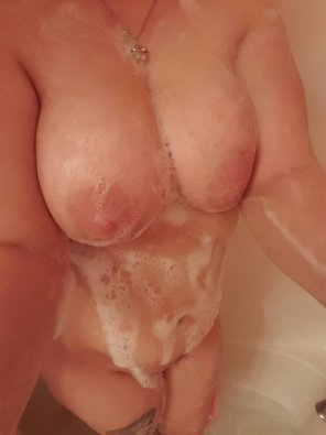 amateur photo Suds and boobs...