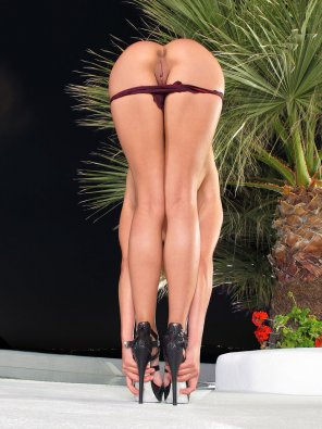 amateur photo Long legs, pussy out.