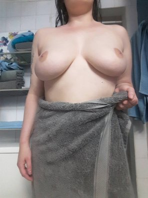 amateur photo [Image] Let me just pull this towel down a bit ;)