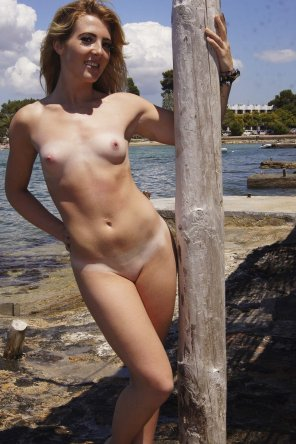 amateur photo Teasing at the docks