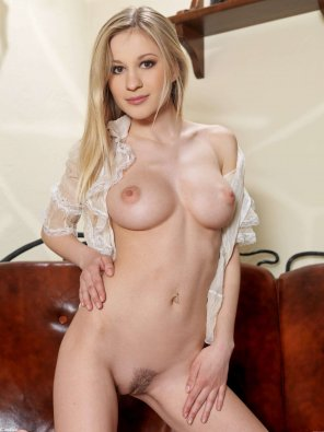 amateur photo Pale blonde with a really nice body