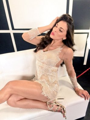 amateur photo Alejandra Rivera - Lace minidress